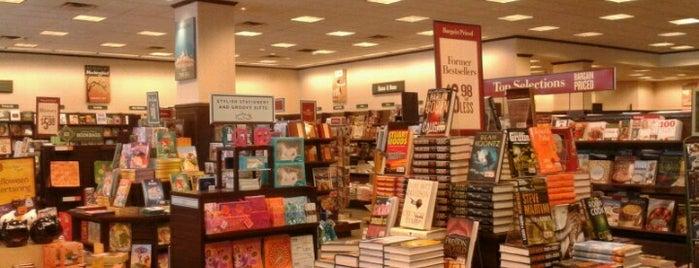 Barnes & Noble is one of Posti che sono piaciuti a Shauna.