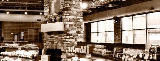 Arnie's Restaurant is one of Tempat yang Disukai R.
