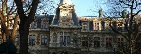 Mairie du 12e arrondissement is one of Locais curtidos por Richard.