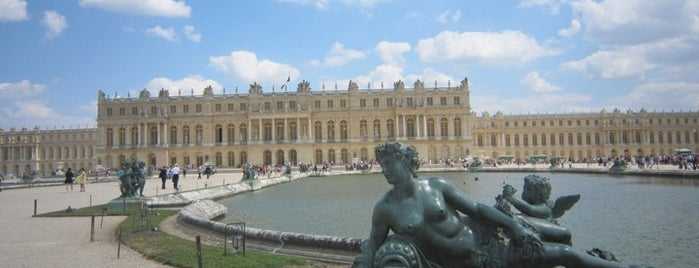 Istana Versailles is one of  Paris Sightseeing .