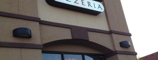 Slice Pizzeria is one of John : понравившиеся места.