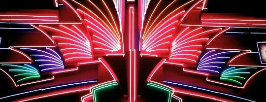 Regal Hollywood ScreenX & RPX - Nashville is one of Locais curtidos por Brady.