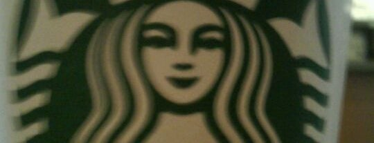 Starbucks is one of Lugares guardados de Lizzie.