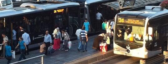 Şirinevler Metrobüs Durağı is one of Tempat yang Disukai Kasım.