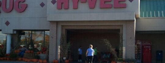 Hy-Vee is one of Locais curtidos por Nick.