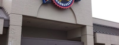 Fuddruckers is one of Locais curtidos por Chad.
