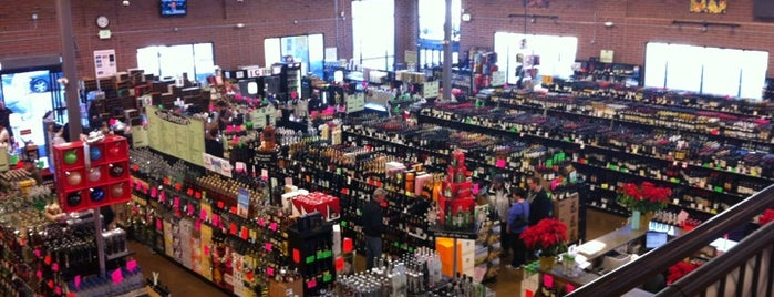 Argonaut Wine & Liquor is one of Lugares favoritos de Ryan.