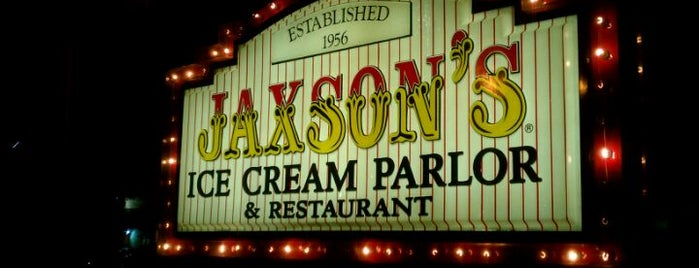 Jaxson's Ice Cream Parlour, Restaurant & Country Store is one of Posti salvati di Mike.