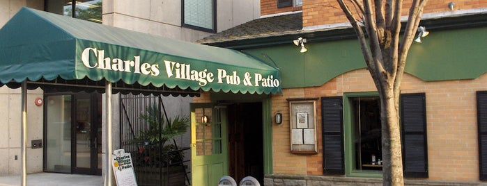 Charles Village Pub is one of Stephanieさんのお気に入りスポット.