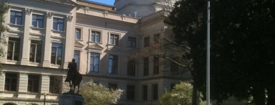 Georgia State Capitol is one of Favorite affordable date spots.