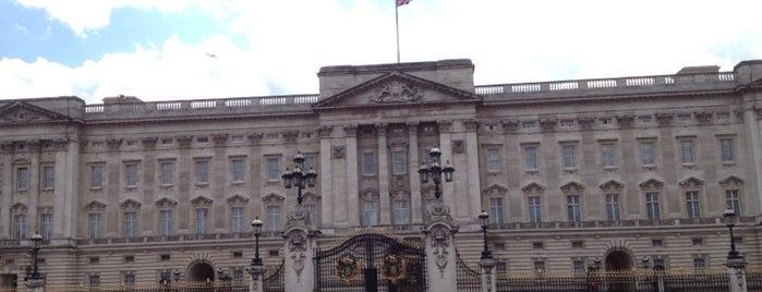 Palacio de Buckingham is one of London Essentials.