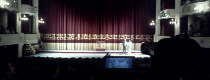 Teatro Municipal de Santiago is one of Arte, Cultura & Entretenimiento.