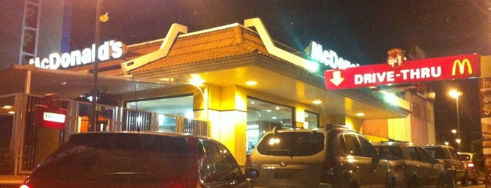 McDonald's is one of Tempat yang Disukai Julio.