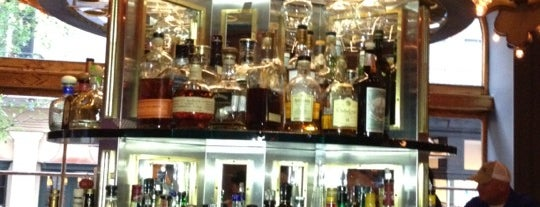The Carousel Bar & Lounge is one of Lieux qui ont plu à Ashley.