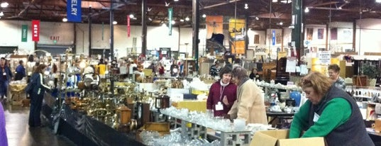 White Elephant Sale Warehouse is one of Lieux qui ont plu à Abby.