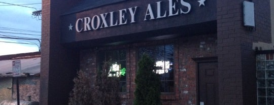 Croxley's Ale House is one of Locais curtidos por Tim.