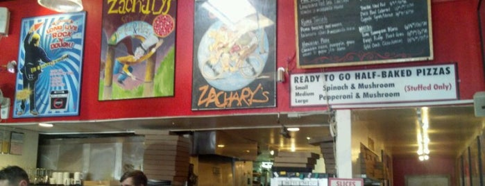 Zachary's Chicago Pizza is one of Locais salvos de Marc.