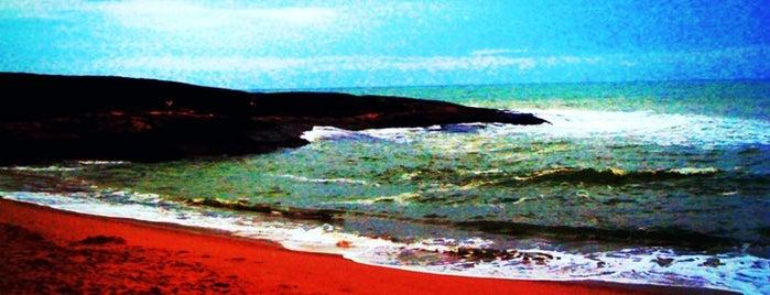 Praia das Virtudes is one of Bons lugares..