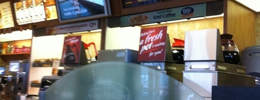 Tim Hortons is one of neryuukさんのお気に入りスポット.