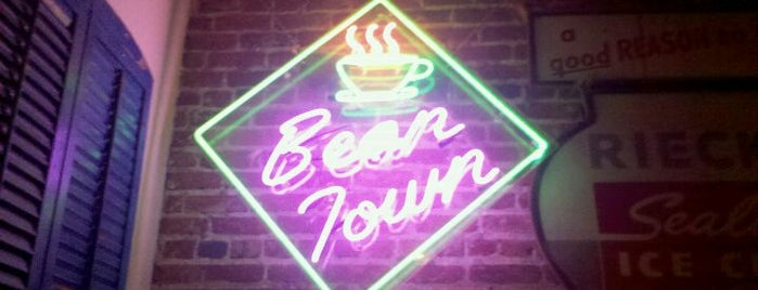Bean Town Coffee House & Bakery is one of Locais curtidos por Shelya.