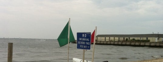 Islip Town Beach is one of Hangouts.