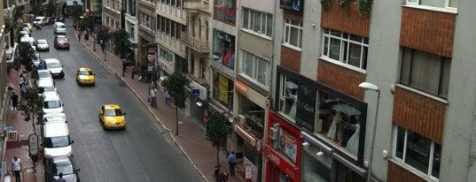 Rumeli Caddesi is one of Demet'in Beğendiği Mekanlar.