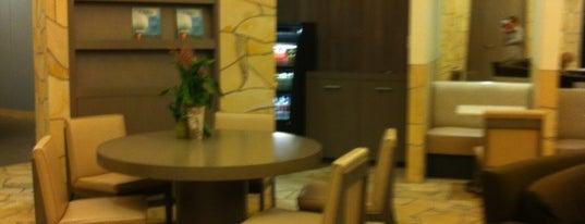 Bay Club Marin is one of Tempat yang Disukai Olivia.