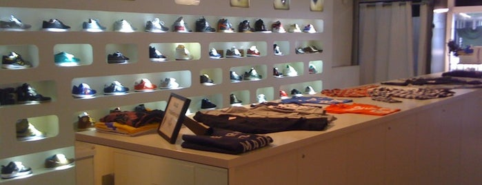 8cht Sneakers & Shirts is one of Amsterdam.