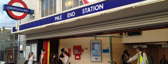 Mile End London Underground Station is one of Locais curtidos por Barry.
