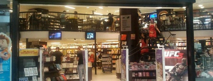 Saraiva MegaStore is one of Locais curtidos por Paulo.