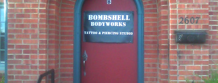 Bombshell Tattoo & Piercing studio is one of Orte, die Lauren gefallen.