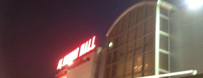 Al Mizhar Mall المزهر مول is one of Lugares favoritos de H.