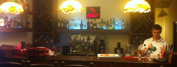 Atelierul De Pizza is one of Tempat yang Disukai Radu.