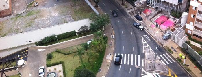Rua São Carlos do Pinhal is one of Orte, die Luis gefallen.