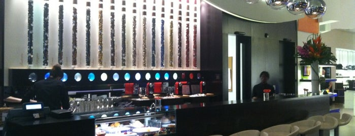 Nespresso Boutique Bar, Miami is one of Lieux sauvegardés par Karla.