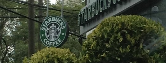 Starbucks is one of Tempat yang Disukai Angeles.