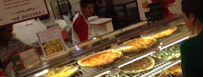 Landini's Pizzeria is one of Lugares favoritos de Dominic.