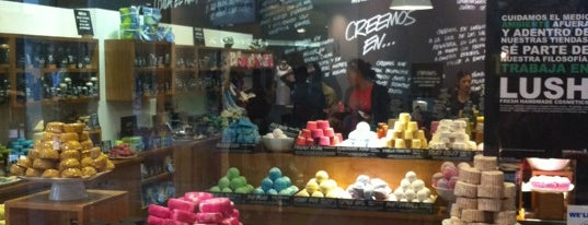 Lush is one of Locais curtidos por Janine.