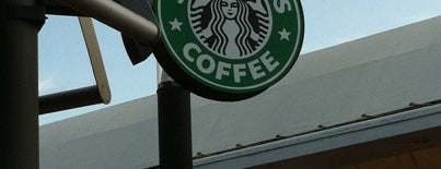Starbucks is one of Locais curtidos por Maru.