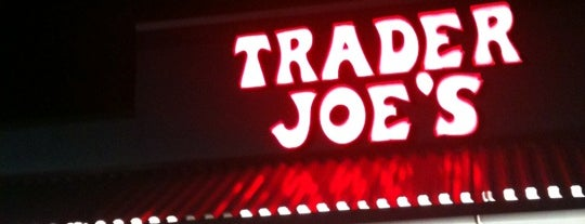 Trader Joe's is one of Posti che sono piaciuti a Tammy.