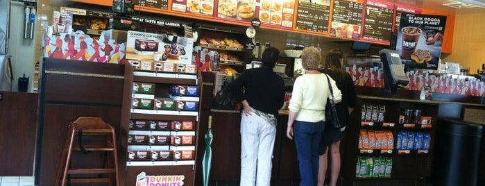 Dunkin' is one of Orte, die Nick gefallen.