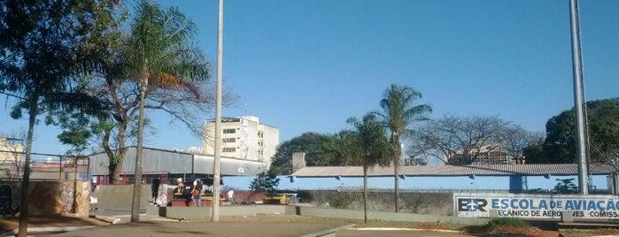 Praça do DI is one of Tempat yang Disukai Glauber.