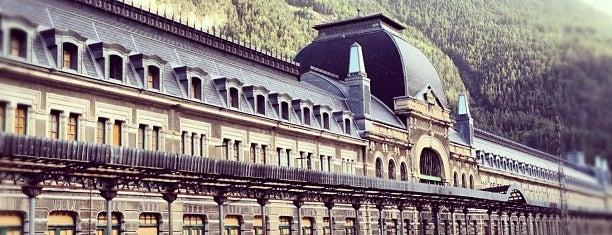 Estación Internacional de Canfranc is one of Jose Mªさんのお気に入りスポット.