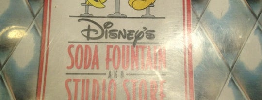 Disney's Soda Fountain & Studio Store is one of Raymond : понравившиеся места.