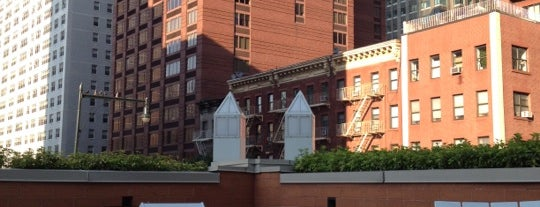 Longacre House Apartments is one of Michaelさんのお気に入りスポット.