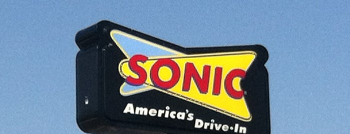 SONIC Drive In is one of Locais curtidos por Christine.