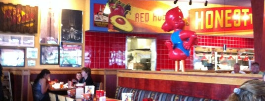 Red Robin Gourmet Burgers and Brews is one of Lugares favoritos de Brian.