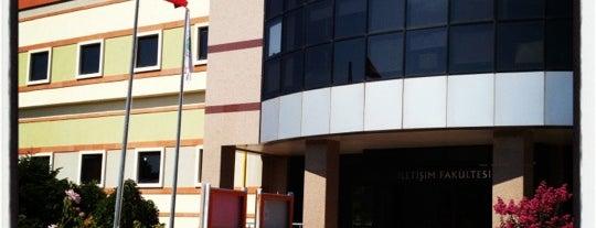 İletişim Fakültesi is one of Kocaeli Üniversitesi KOÜ Mekanları.