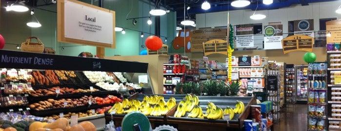 Whole Foods Market is one of Robyn 님이 좋아한 장소.