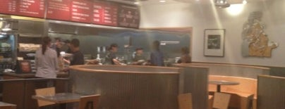 Chipotle Mexican Grill is one of Kristen 님이 좋아한 장소.